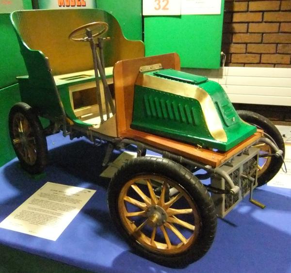 1903 De Dion Motor Car